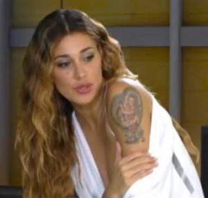Tatuaggio di Belen Rodriguez spalla