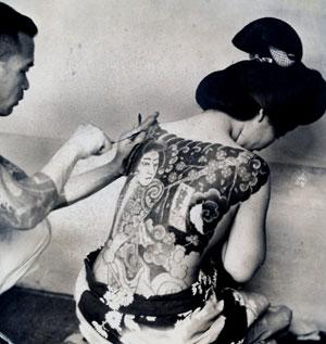 Rgazza giapponese tatuata dal maestro