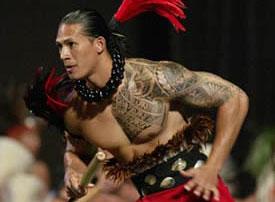 Guerriero con tatuaggio  Maori