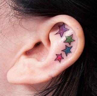 Tatuaggio piccolo stelle colorate