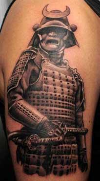 Tatuaggio samurai orientale su braccio