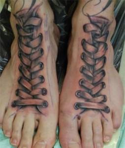 Tatuaggio su entrambi i piedi