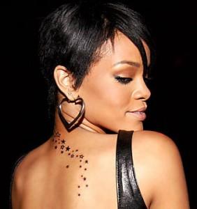 Tatuaggio stelline di Rihanna