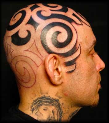Tatuaggio tribale in testa