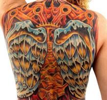tatuaggio colorato sulla schiena