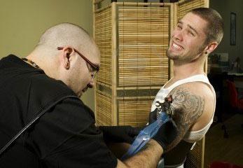 Dolore nel tatuaggio