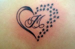 Tatuaggio iniziale stilizzata