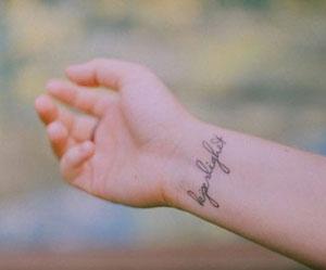 Tatuaggio Al Polso Fa Male E Che Disegno Scegliere Passionetattoo