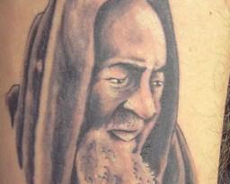 Tatuaggio religioso di Padre Pio