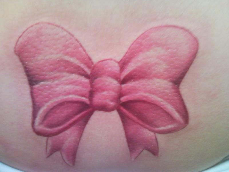 fiocco rosa tattoo
