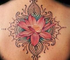 Tattoo con fiore di loto