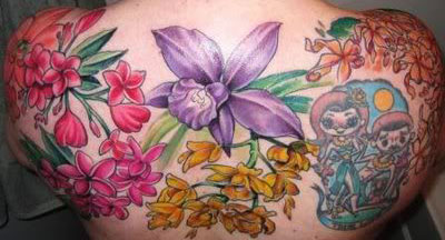 tatuaggio fiori colorati