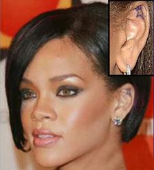 Stella tatuaggio Rihanna sull'orecchio