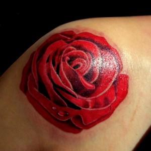 fiore tatuaggio dolore