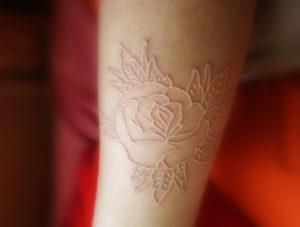tatuaggio-bianco-rilievo