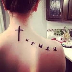 Croce tatuata