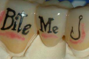 tatuaggio denti