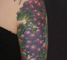 Tralci d'uva come tattoo: il significato