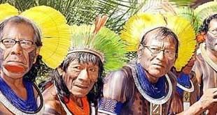 Foto tatuaggio tribale in faccia