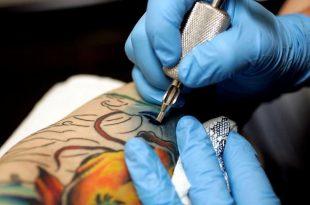Tattoo e utilizzo dei guanti